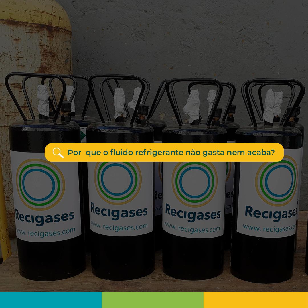 Na imagem tem a foto de cilindros de fluido refrigerantes com a logo da Recigases na frente e uma caixa de perguntas escrito: Por que o fluido refrigerante não gasta e nem acaba?